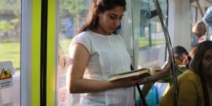 Toplu Taşımada Candy Crush Oynamak Yerine Kitap Okumayı Tercih Eden 13 Güzel İstanbullu