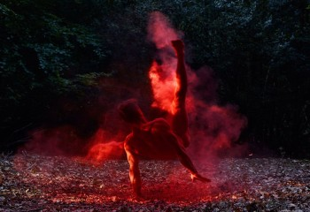 This Photographer Captures Incredible Pictures Of Passionate Dancers In Nature